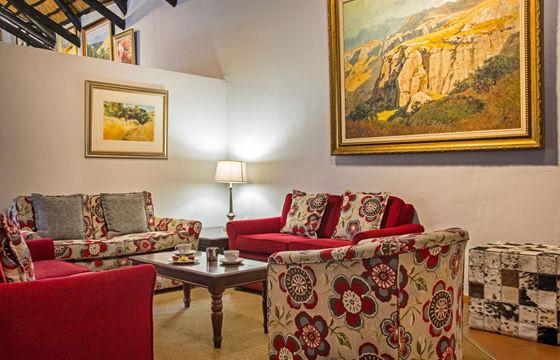 cavern-main-lounge-1