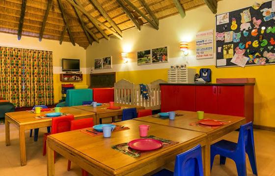 kids-dining-playroom